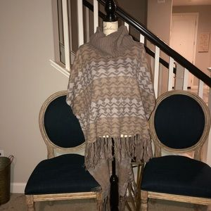 ROMEO&JULIET COUTURE PONCHO L NWT